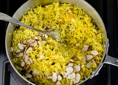 fluffing-rice-with-almonds