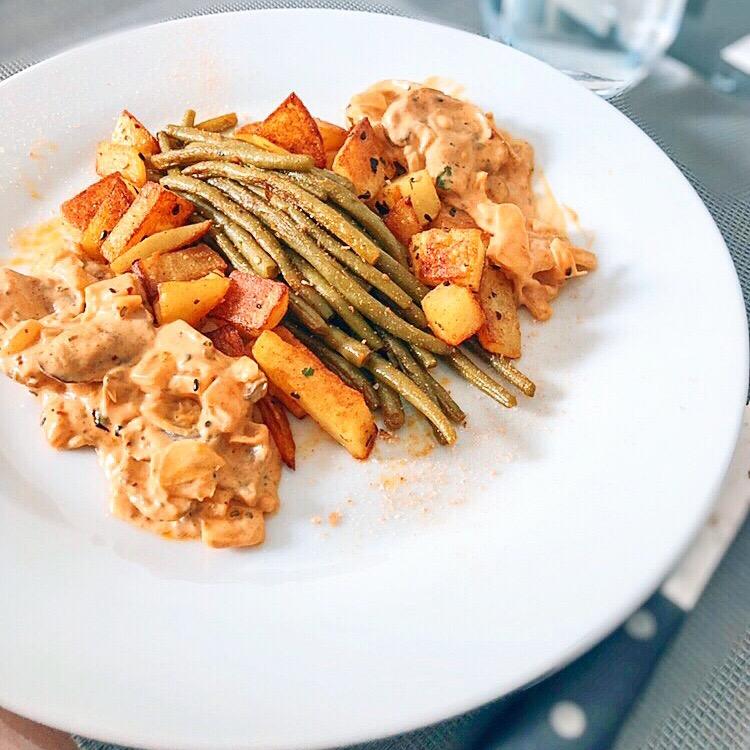 Légumes sautés – sauce lait de coco/champignons de Paris