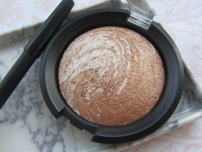 llums-cosmetics-marbelized-bronzer-02-amber