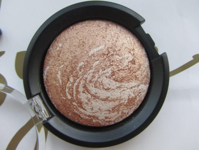 llums-marbelized-bronzer-02-amber