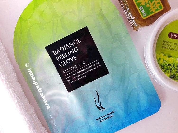 AHC Radiance Face Peeling & Cleansing Glove