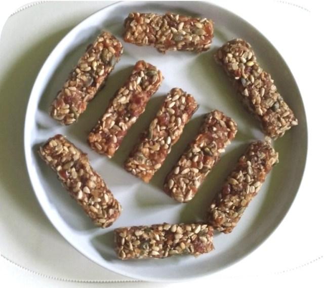 Recette : barre healthy facile aux dattes et graines