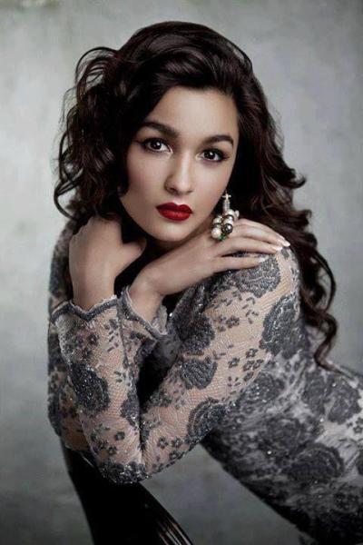 bollywood-makeup-inspiration-for-diwali-L-Bvgswm