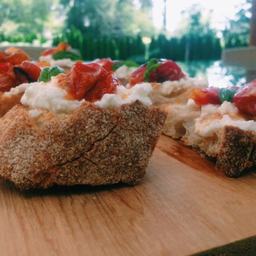 ROASTED TOMATO TARTINES