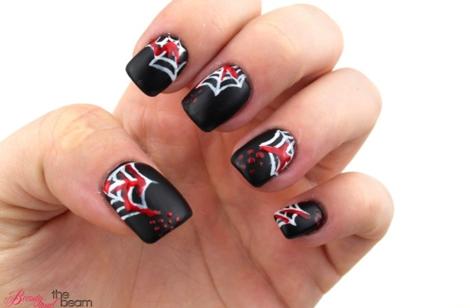 blutige Spinnweben Nageldesign [Halloween] | Beauty and the beam