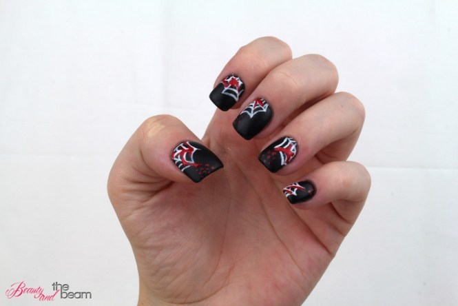 halloween-nageldesign-blutige-spinnenweben-6