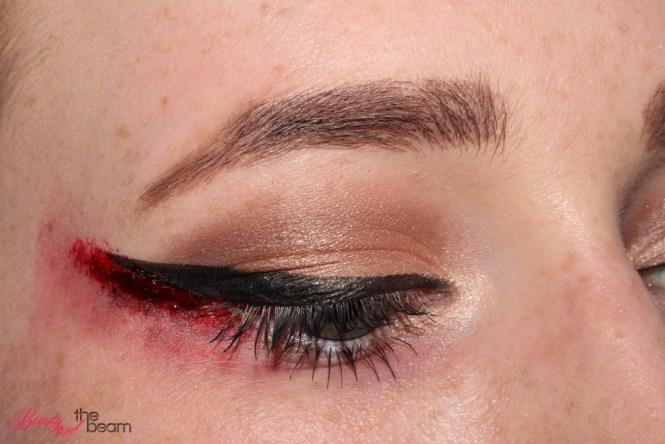 halloween-sfx-make-up-blutiger-lidstrich-8