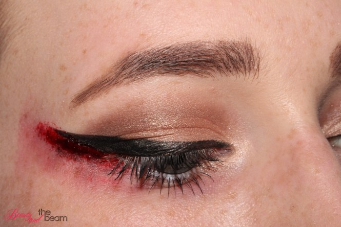 halloween-sfx-make-up-blutiger-lidstrich-8