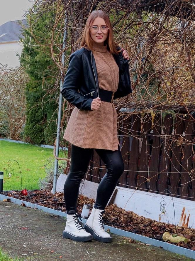 Rockiges Strickkleid Outfit für den Herbst