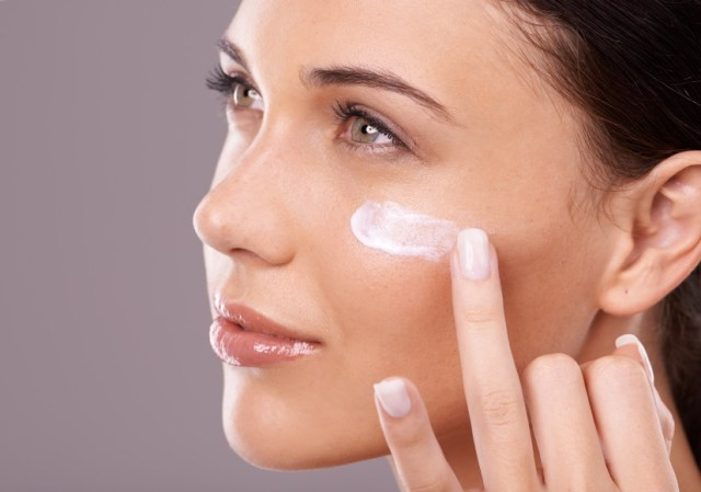 7 Makeup Tips That Will Instantly Make You Look Younger and Fresher