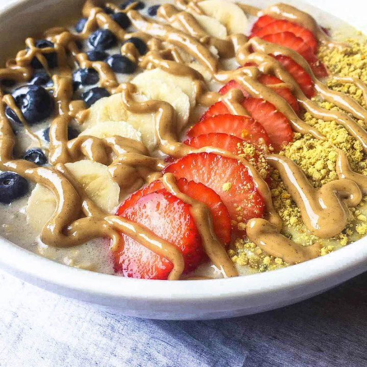 overnight oats with fruit, bee pollen and almond butter