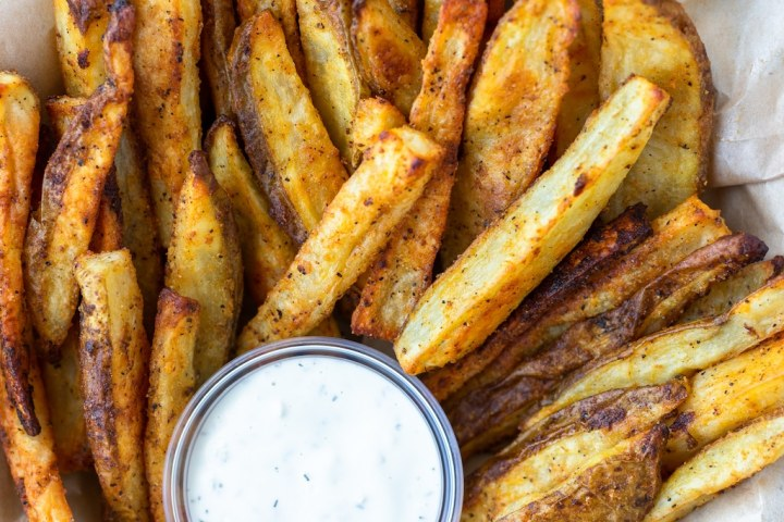 close up of buffalo potato wedges with ranch