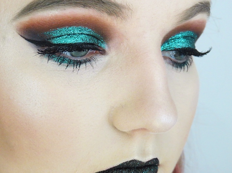 Glam witch eye makeup