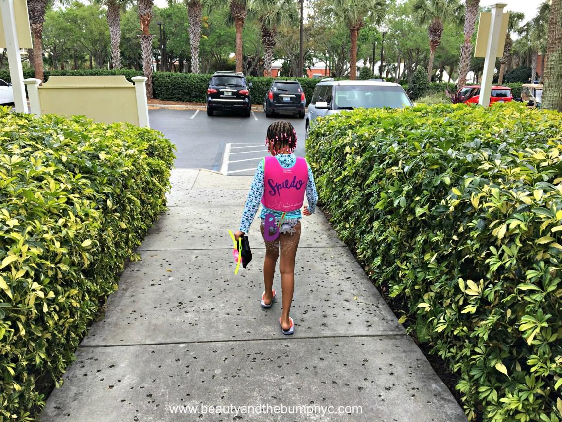 Hilton Grand Vacations Club at SeaWorld Walking to Pool