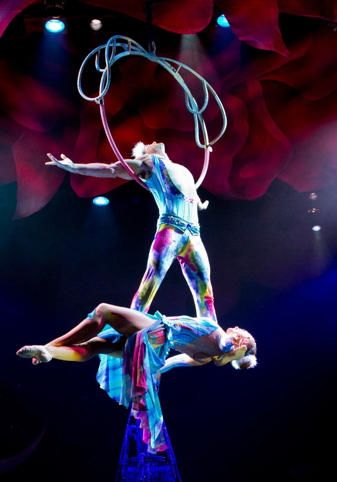 Cirque Dreams Holidaze at the Kings Theatre in Brooklyn, NY. It will run for six (6) performances from November 29, 2018 – December 2, 2018.