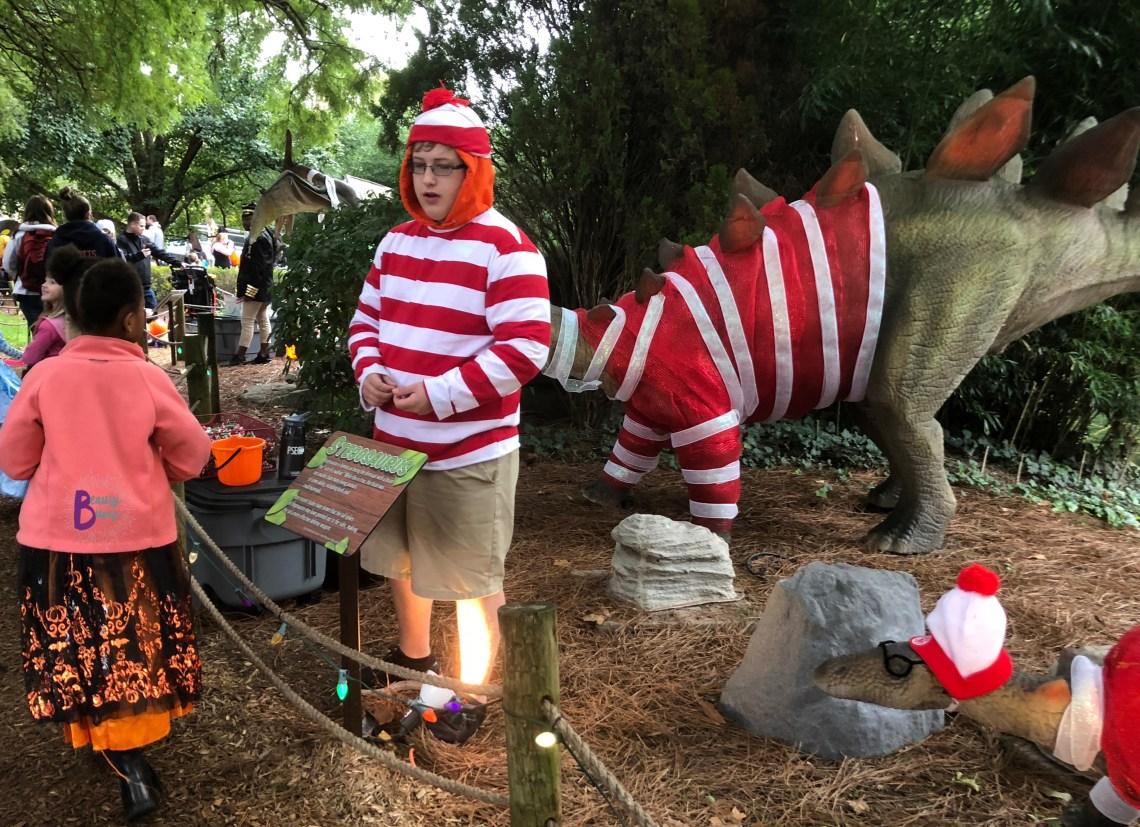 Dutch Wonderland Happy Hauntings Waldo trick or treat trail