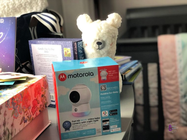 Social distancing is making it hard to feel connected with loved ones. Hubble Connected and the Motorola Peekaboo helps families stay connected while keeping their social distance.