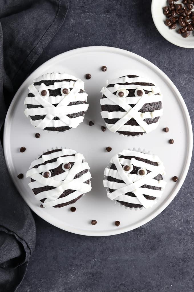 Vegan Halloween cupcake idea. Vegan Mummy cupcakes