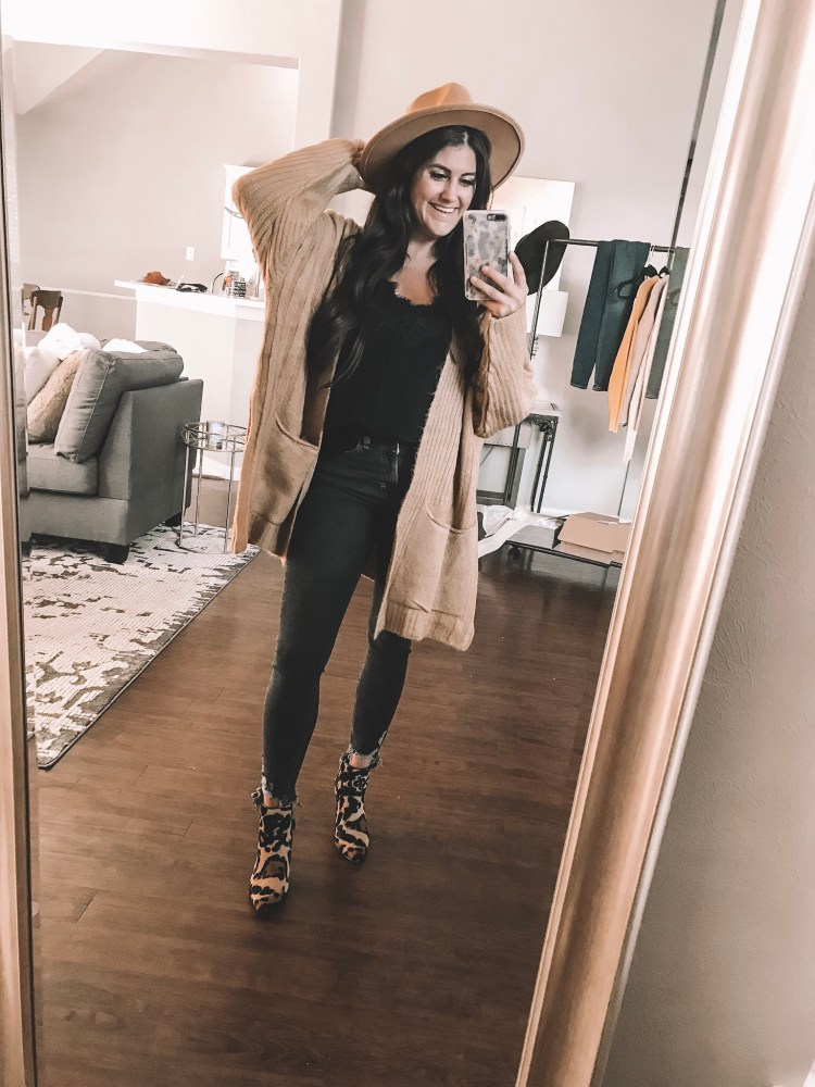 Sharing all of my favorite fashion staples from my entire wardrobe and how I style them all! #fashion #style #staples #styleguide #ootd #fallfashion #summerfashion #fashionstaples