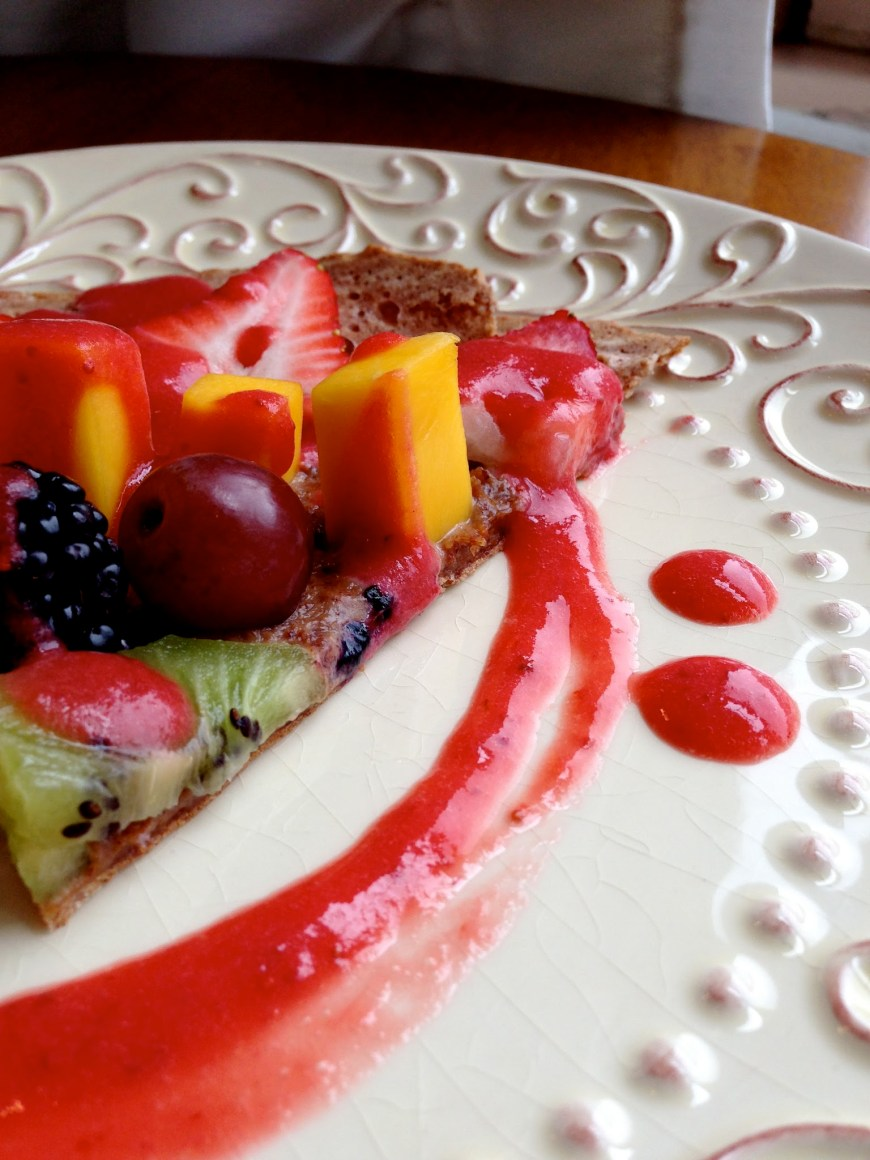 Dessert Fruit Pizza by BeautyBeyondBones #glutenfree #vegan #paleo #food #healthyfood #grainfree #edrecovery #vegetarian #sweets