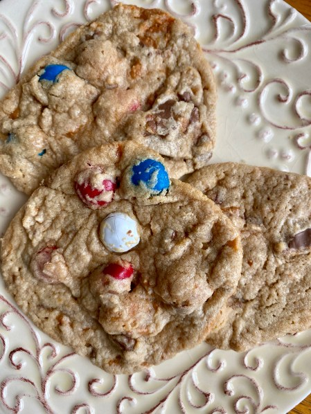 Butterfinger Cookies by BeautyBeyondBones #dessert #treats #yummy #butterfinger #chocolate #peanutbutter #cookies #food #edrecovery