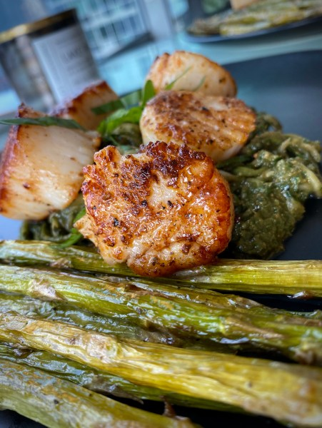 The most delicious, fast and easy dinner! Scallop Pesto Pasta! Pan seared scallops with zucchini noodles, tossed with homemade pesto — a keto and paleo dinner of dreams! Gluten free and dairy free too! #food #keto #edrecovery #cooking #recipe #paleo #pesto #glutenfree #healthyfood #cleaneating