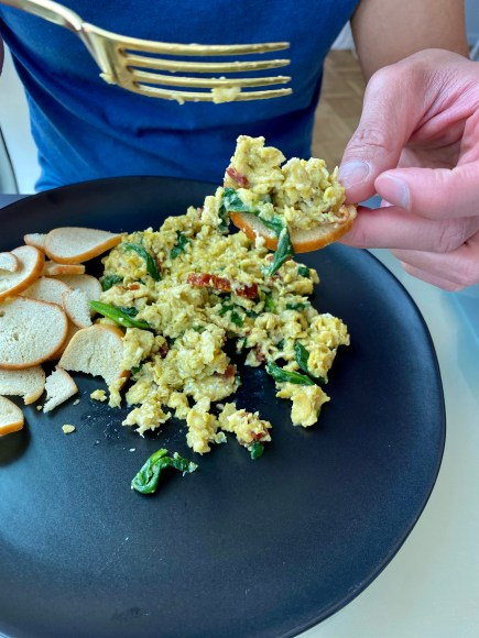 An easy and delicious breakfast recipe! Provençal Scrambled Eggs! Creamy and delicious and busying with flavor! Garlic, sun dried tomatoes and spinach come together for this brunch classic! #food #breakfast #healthyfood #eggs #glutenfree #paleo #keto #scd #cooking #brunch