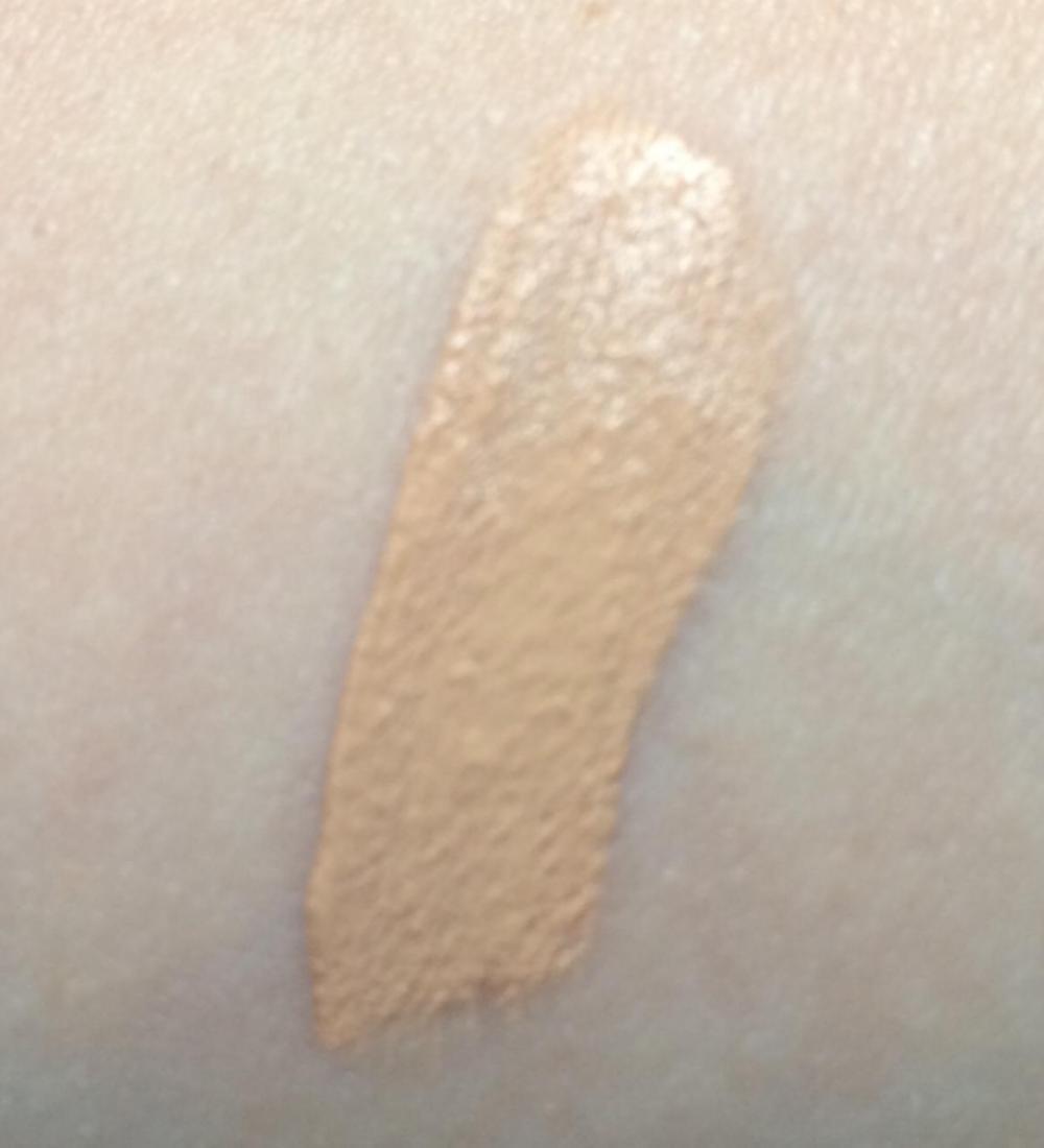 kiko- natural-concealer-shade-03-medium-swatch