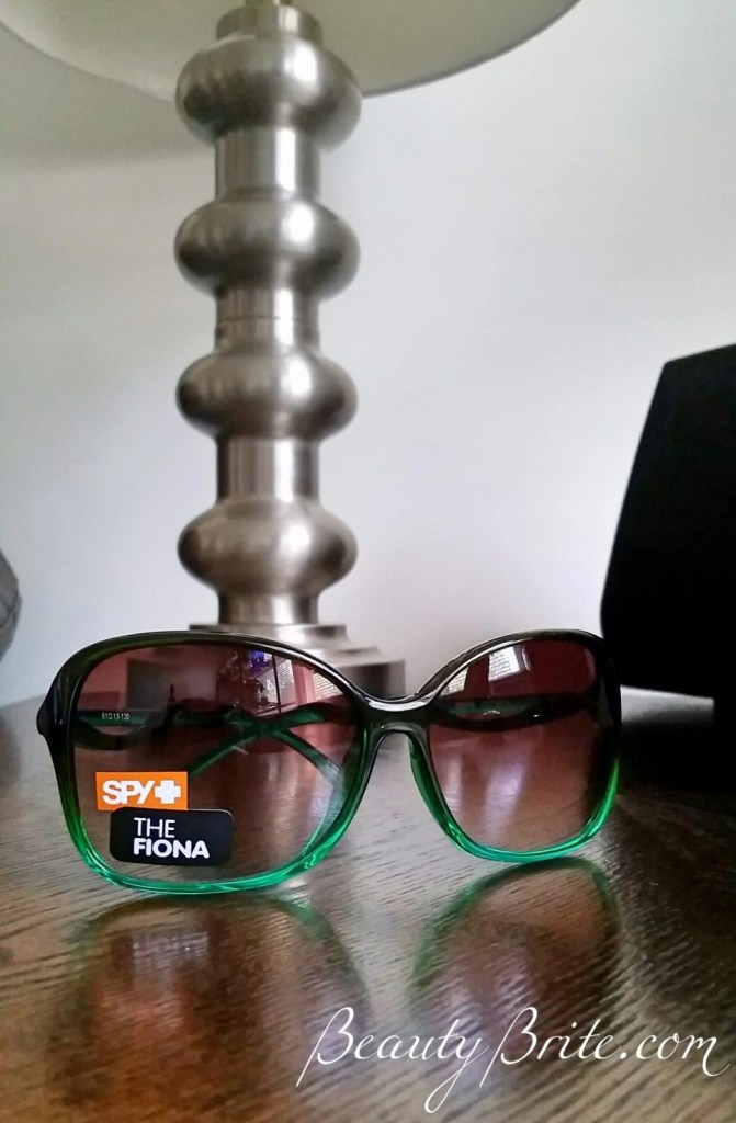 Be stylish and happy in sunglasses