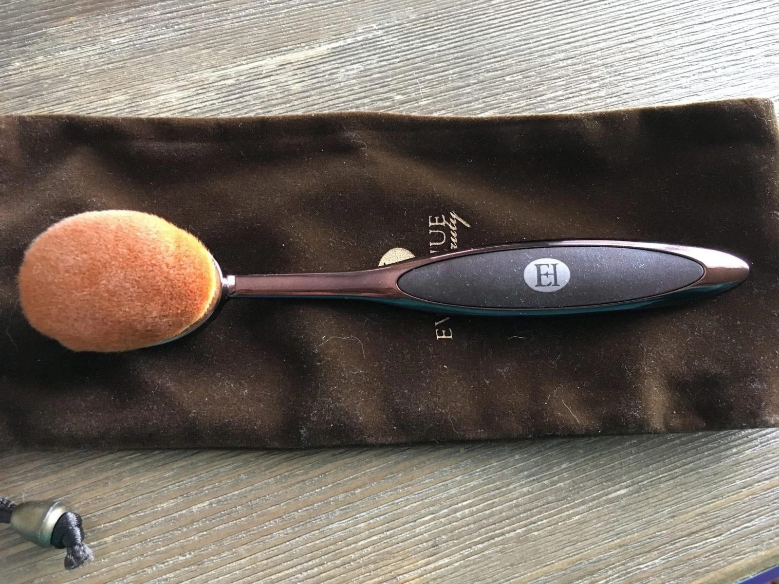 Hue Foundation Brush