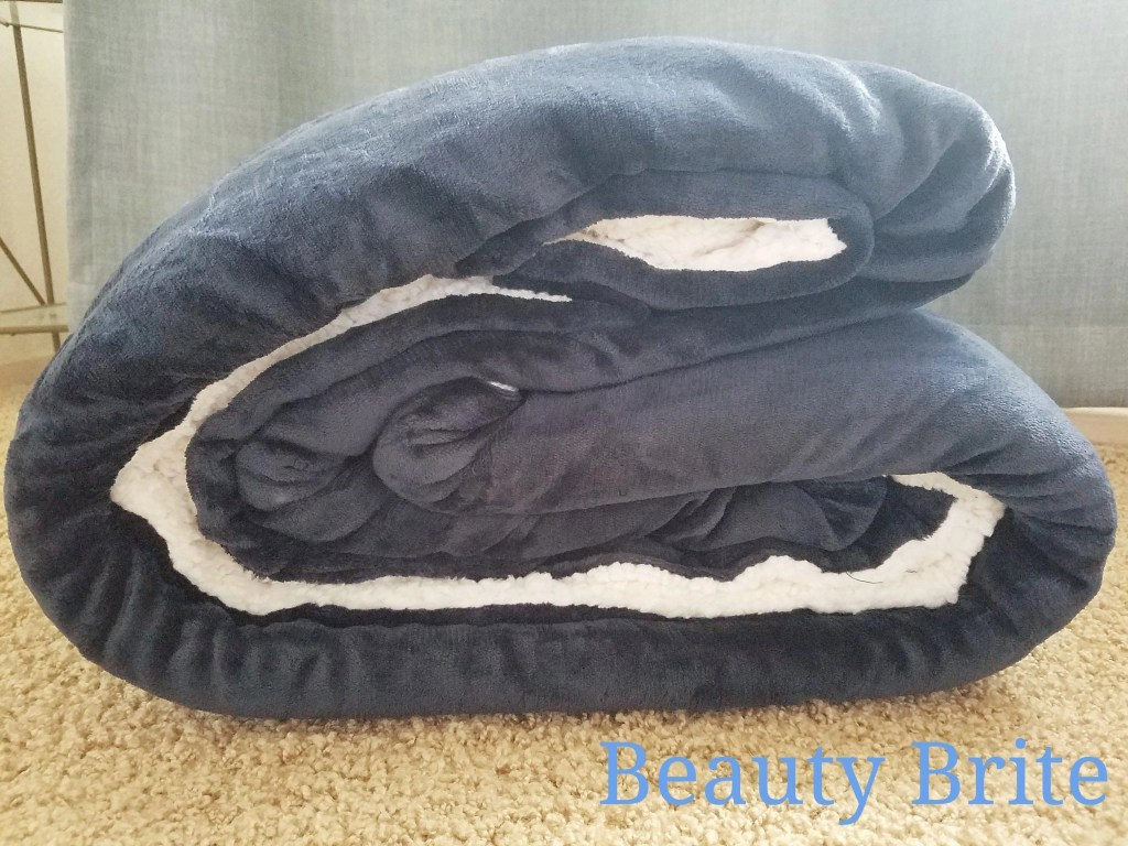 Bedsure Sherpa Blanket in Navy