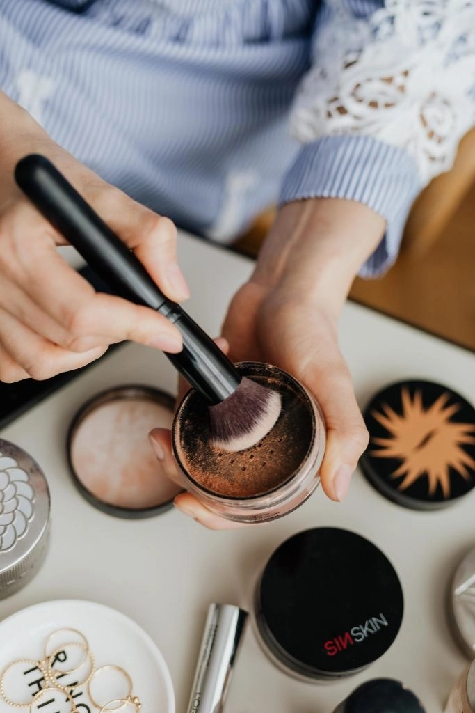 akeup cosmetics, brushes and other essentials