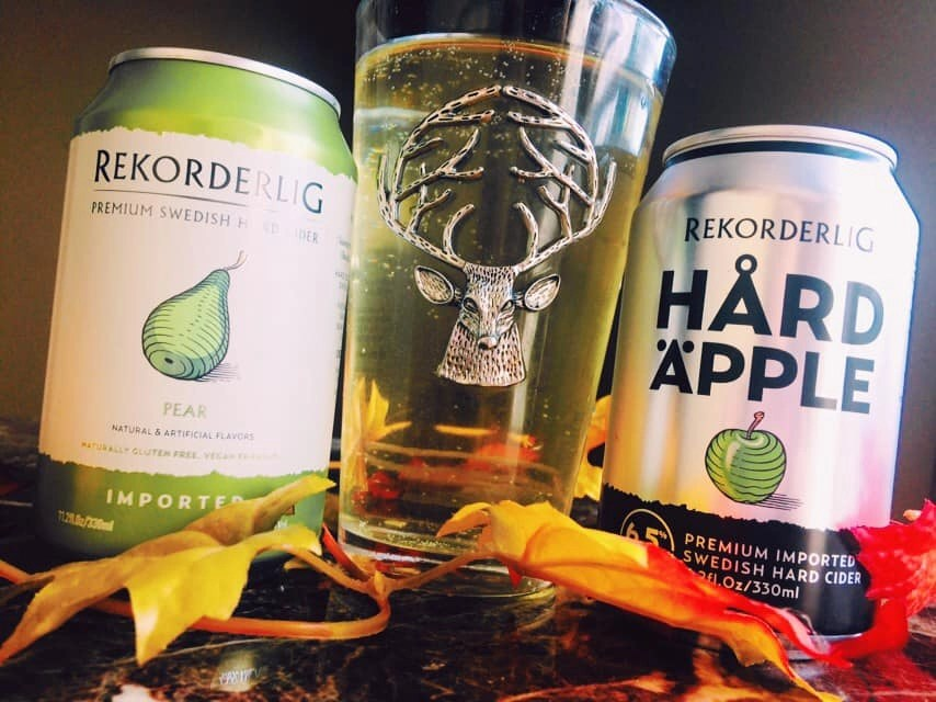 Rekorderlig-Hard-Ciders-Hard-Apple-and-Pear-Close-Up-Poured