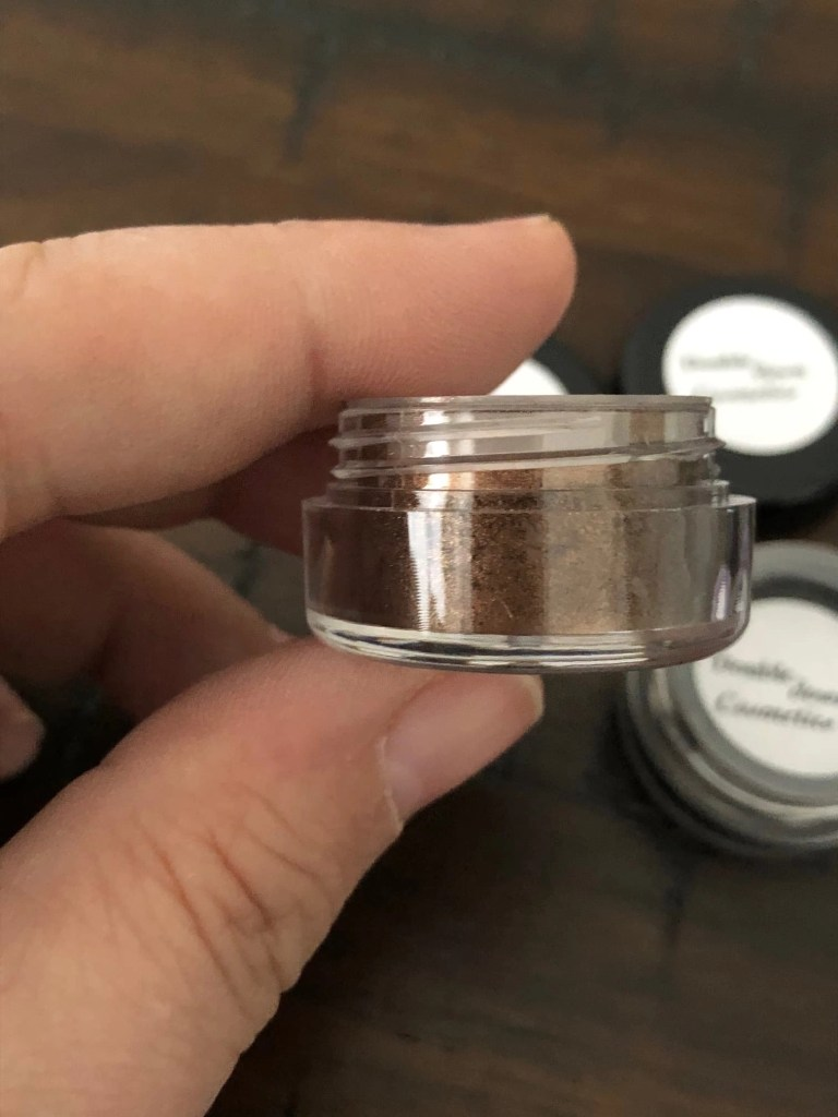 Double Down Cosmetics MEDEAIJ loose shadow