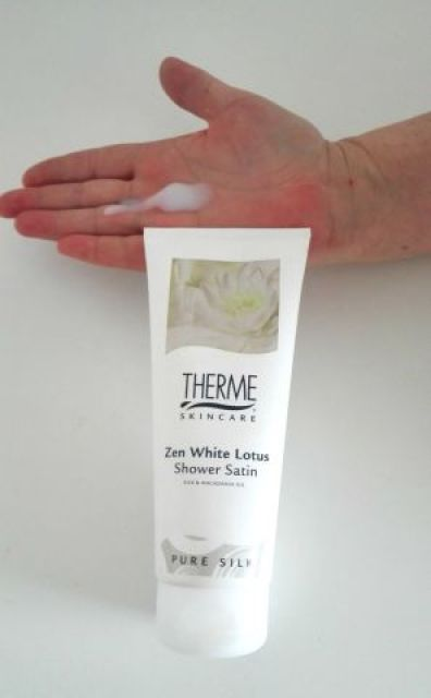 therme zenn white lotus op hand