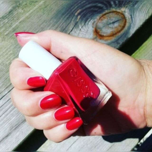 essie-gelcouture-drop-the-gown