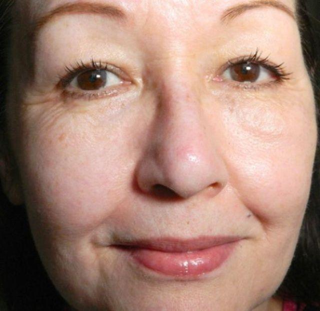 helft gezicht met lavera cc cream
