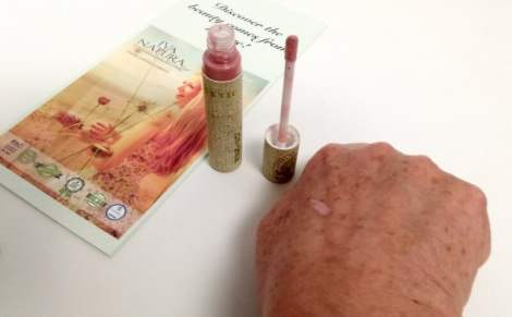 lipstick iva natura op hand