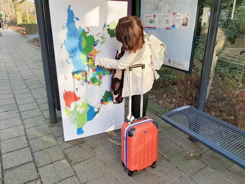 Wereldkaart? Check! Koffer? Check! Ga je mee op Reis? 19 wereldkaart Wereldkaart? Check! Koffer? Check! Ga je mee op Reis?