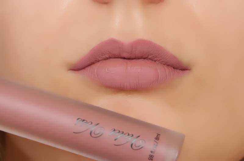 Violet Voss liquid lipstick in colour Muse.