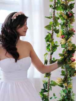 Make-up_and_wedding_hairstyles