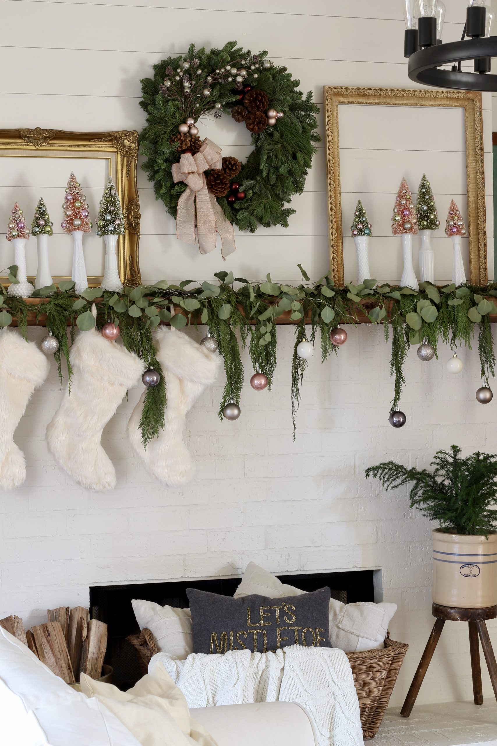Fancy Christmas Mantel Styling