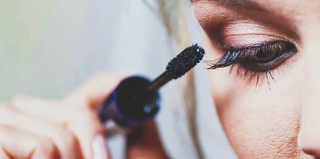 apply mascara