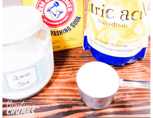 A DIY powder dishwasher detergent that is all-natural, easy to make and actually works! Non toxic ingredients and no soap grating!