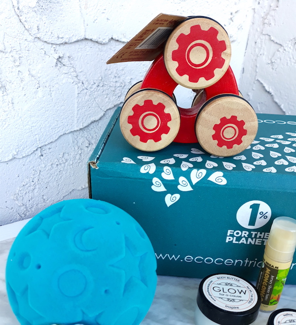 Ecocentric mom - best subscription boxes - cruelty-free beauty box subscriptions - vegan beauty box - vegan subscription box - unboxing subscription box review   beautyisgf123.com