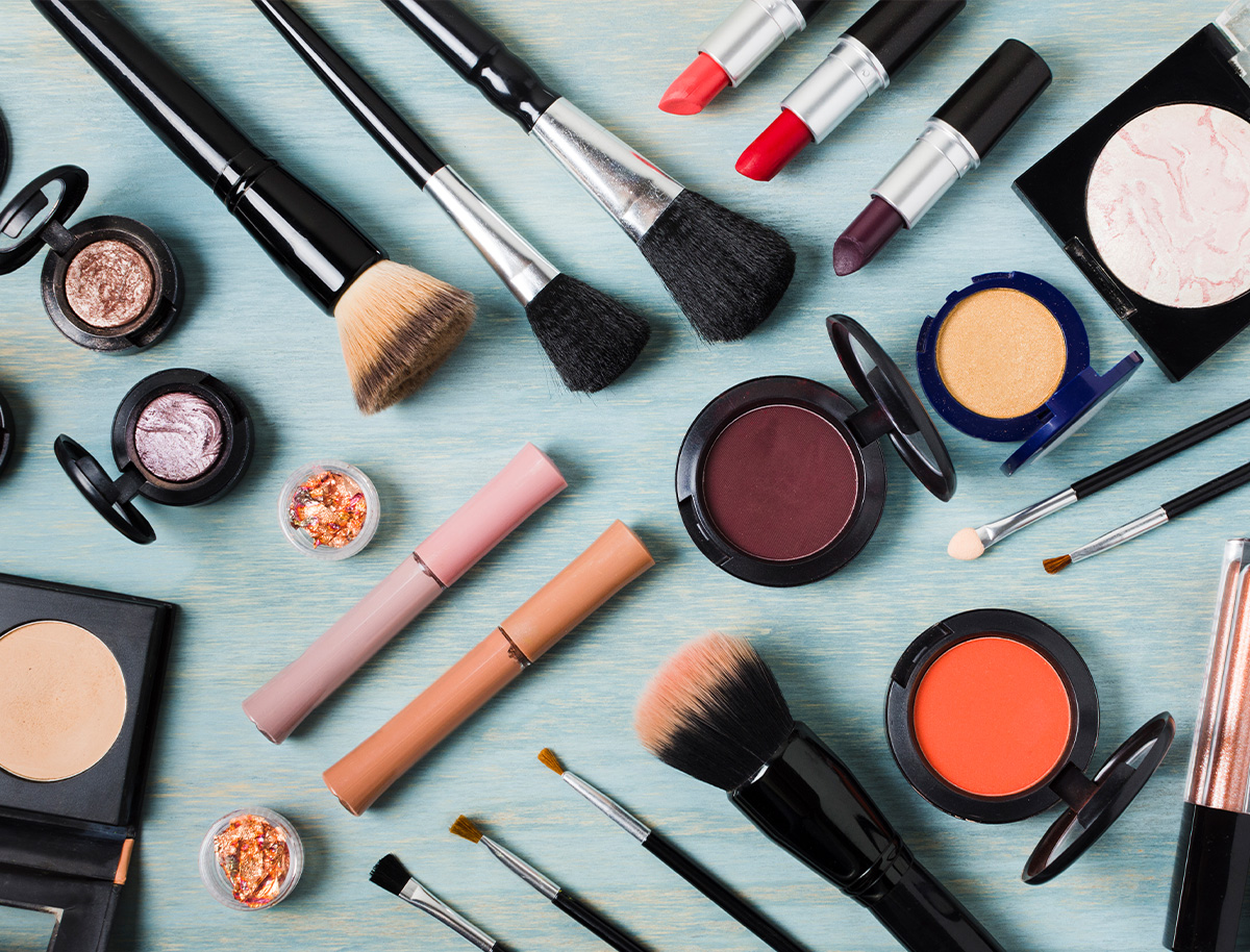 A Guide to Spring Cleaning Your Makeup