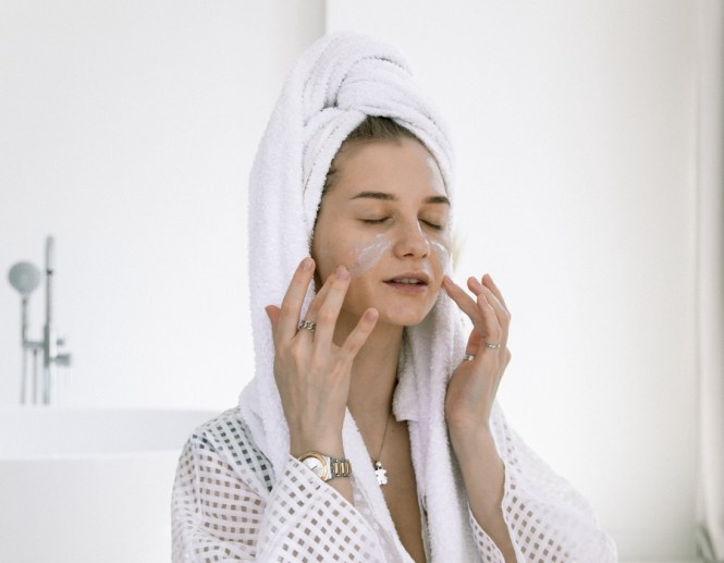 Steaming face for acne scars