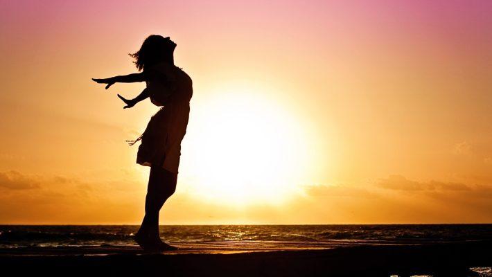 5 Ways Women Can Celebrate The Single Life