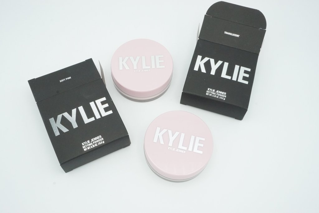 Kylie Cosmetics Loose Setting Powders Soft Pink and Translucent | Review 1