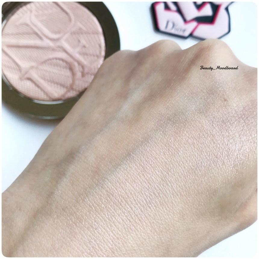 Swatch peau Dior Skin Nude Air Luminizer Holo Gold 002